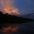 17カラオ川に映る夕焼け雲