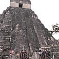 30ティカル遺跡 1号神殿と子どもたちのオペレッタ