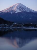 日の出直後の逆さ富士