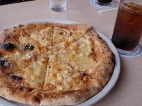 幻のチーズのピザ