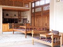 中庭の縁台