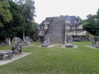 東のピラミッドの正面