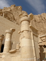 葬祭殿の柱