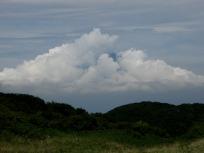 富士山型の雲に隠れた富士山