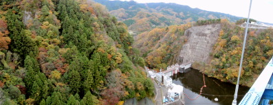 竜神大吊橋からダム
