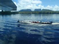 カラオ川を行くボート
