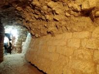 トンネルの通路