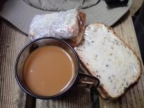 手作りサンドイッチとコーヒー